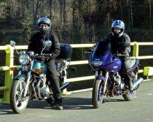 Ania und Marcin am Motorrader.